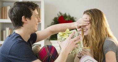 Жемчуг в подарок: можно ли дарить жемчуг женщине?